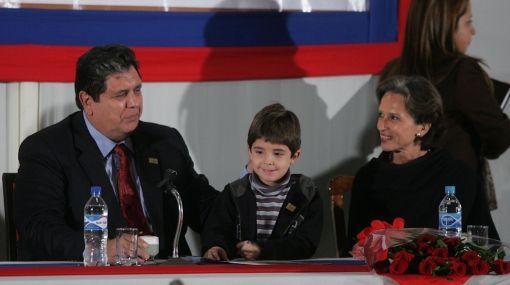 El presidente de la República del Peru en compañía de su último hijo Federico Dantón García Chessman. (Foto Andina)