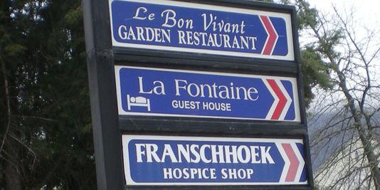 Franschhoek. les commerçants continuent d'utiliser l'image de la France.