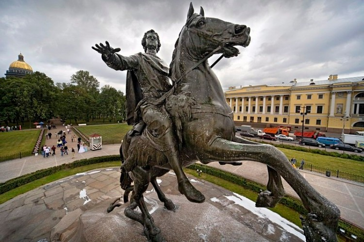 falconets-bronze-horseman-in-st-petersburg