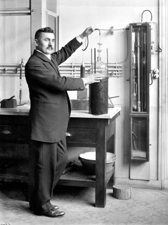 Georges Claude in his laboratory, 1913.