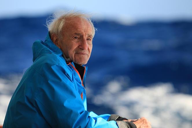 Les recherches de Claude Lorius ont posé les bases de la climatologie moderne (photo extraite du film La Glace et le Ciel). Crédit photo ESKWAD-WILD TOUCH-M. PERREY