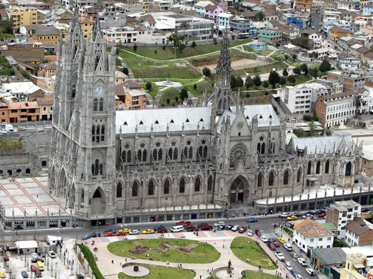 El diseño de la Basílica se parece a otras catedrales de Europa. Tiene la forma de una cruz gótica y posee una de las torres más altas con 115 metros de altura. Foto: Archivo/ EL COMERCIO
