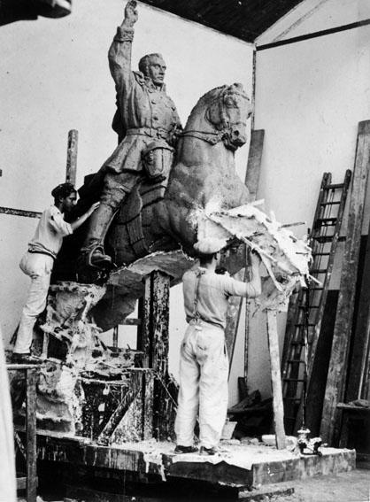 Moulage de la statue équestre de Simón BOLÍVAR(2).
