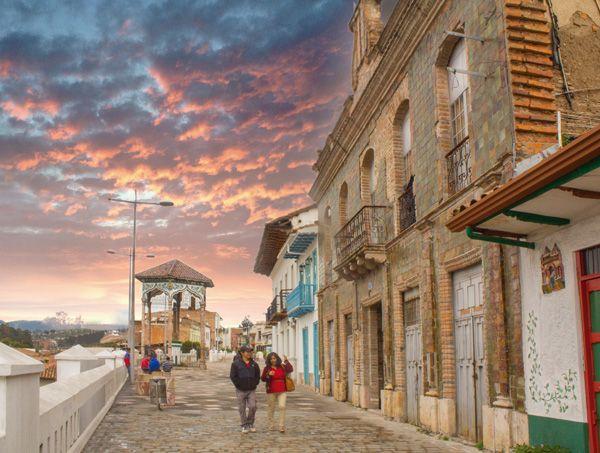 Calle de La Condamine, principal arteria del barrio de El Vado
