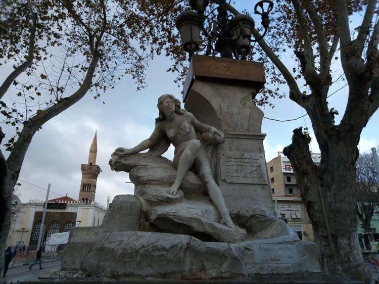 Algérie, Sétif, Fontaine d'Ain El Fouara-La statue a subi des dommages considérables