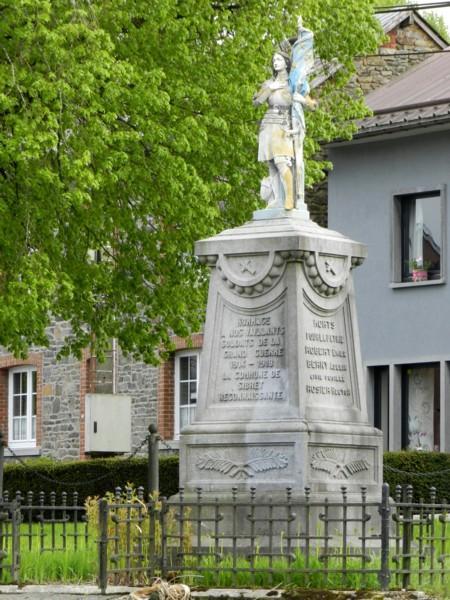 Belgique, Sibret, Statue de Jeanne d'Arc et monument aux morts