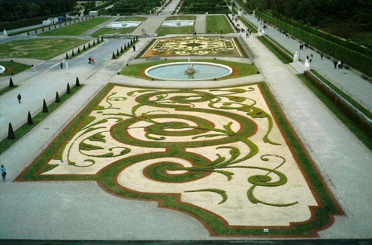 1280px-Belvedere_Palace's_Gardens