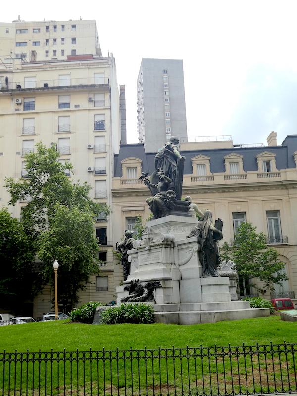 Argentine_buenosaires_monument_Carlos-Pellegrini_img3