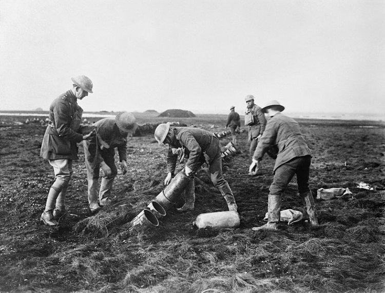 Le gaz lacrymogène des tranchées de la Première Guerre mondiale à un usage civil France Culture